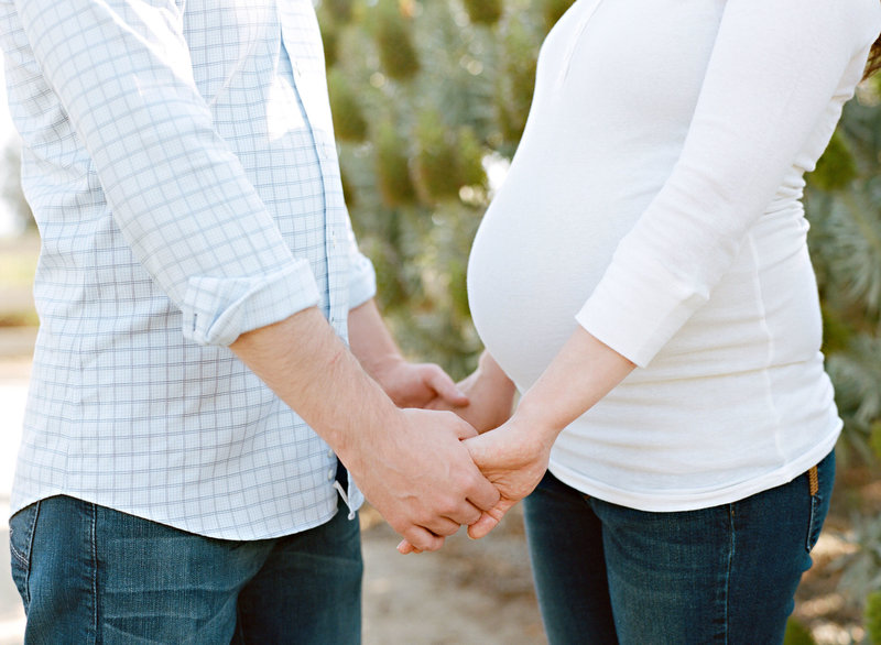 maternity_holding_hands