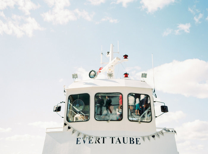 010-the-boat-evert-taube-with-wedding-banner