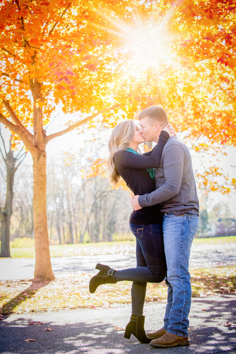 JandDstudio-engagement-rustic-vintage-sunburst-kissing-fall