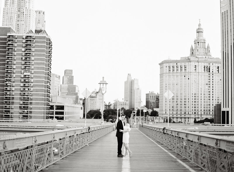 07-Brooklyn-Bridge-Engagement-Photos