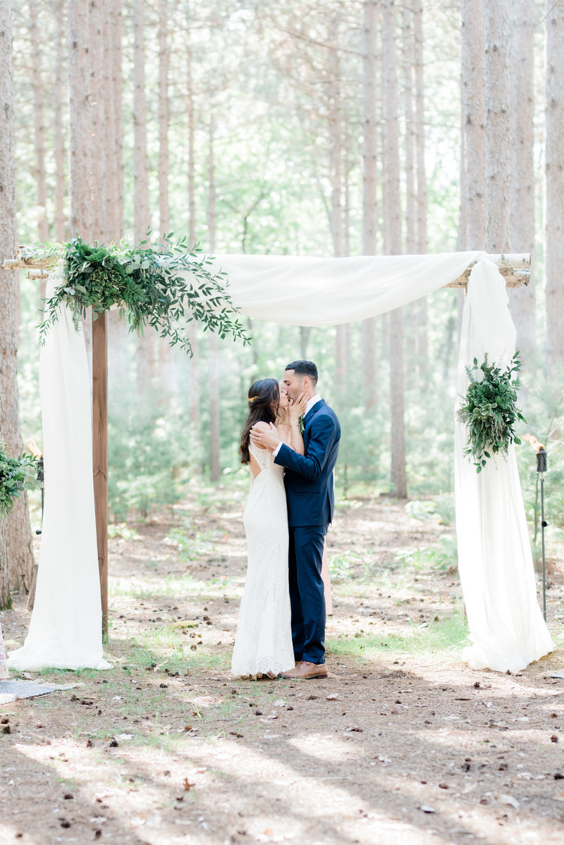 woodsy forest wedding burlap and bells black river falls wisconsin wedding photographer inspiration
