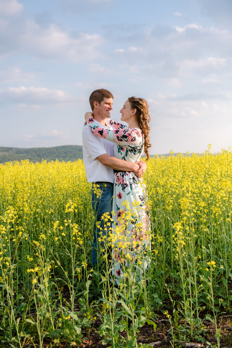 JandDstudio-farm-vintage-family-spring-couple-flowers