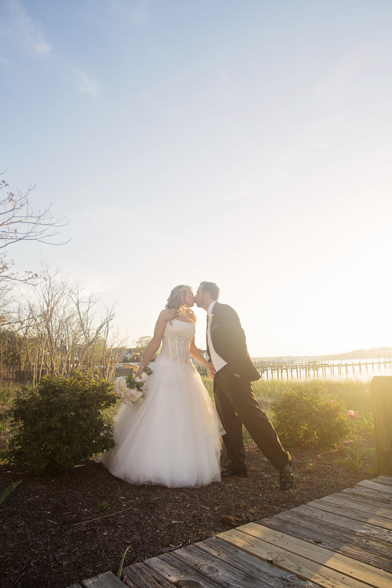 bride and groom kissing at clarks landing