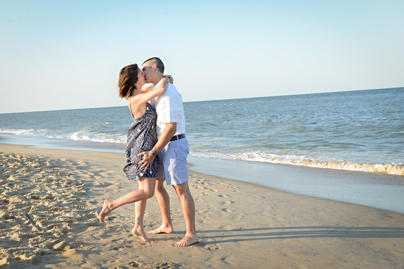JandDstudio-family-beach-NJ-couple-kissing (2)