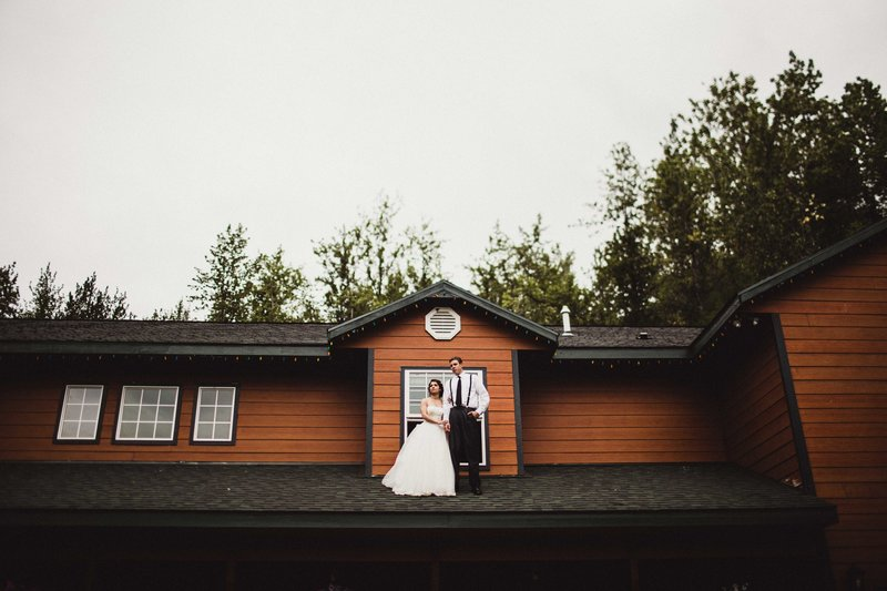 TheHousers-EagleRiver-BackyardWedding-©LaurenRoberts2016-32b