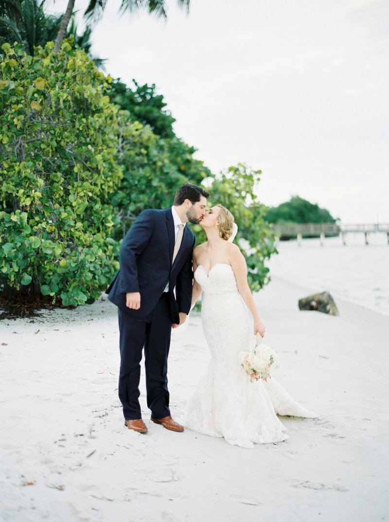 stuart wedding photographer _ indian riverside park _ florida wedding photographer _ Stuart wedding _ Beach wedding _ classy beach wedding _ treasure coast wedding _ jensen beach wedding (17)