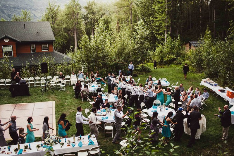 TheHousers-EagleRiver-BackyardWedding-©LaurenRoberts2016-25b