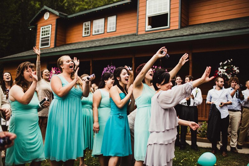 TheHousers-EagleRiver-BackyardWedding-©LaurenRoberts2016-35l