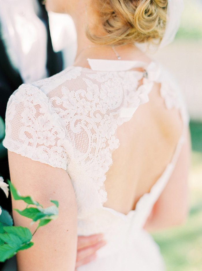 052-wedding-dress-lace-back