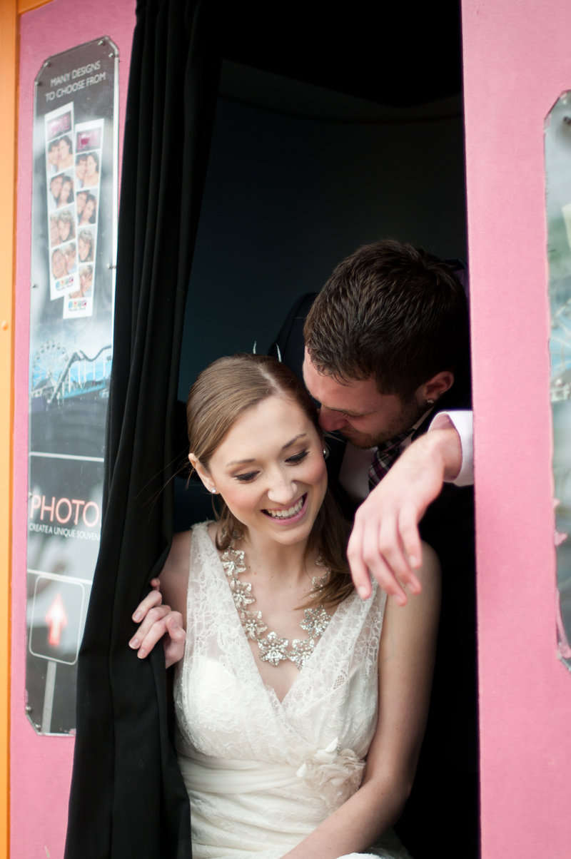 fun and romantic wedding photos