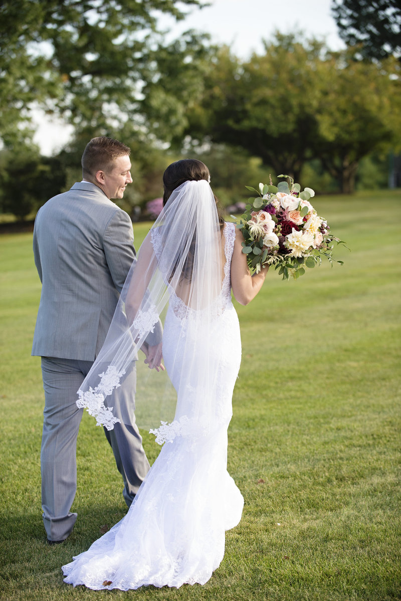 JandDstudio-colonial-golf-and-tennis-club-harrisburg-wedding-photography-outdoor-brideandgroom-walking