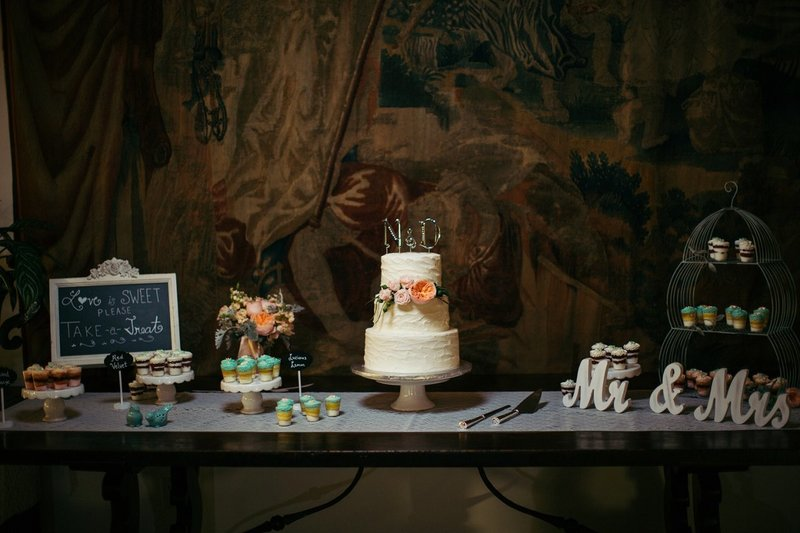 Orange-County-Wedding-Photographer-Los-Angeles-Wedding-Photography-Wedding-details-wedding-venues cake table