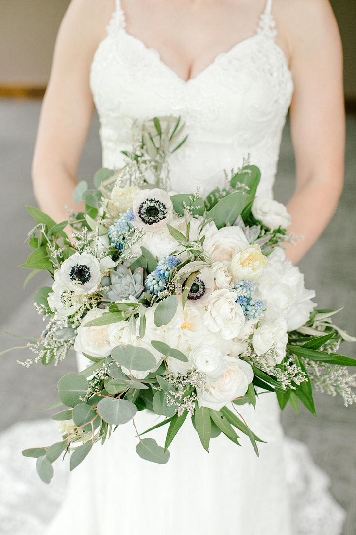 Wedding-Inspiration-Spring-Succulent-Bouquet-Blue-White-Photo-by-Uniquely-His-Photography01