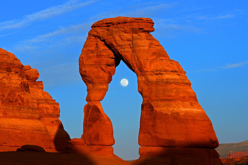 delicate-arch-full-moon