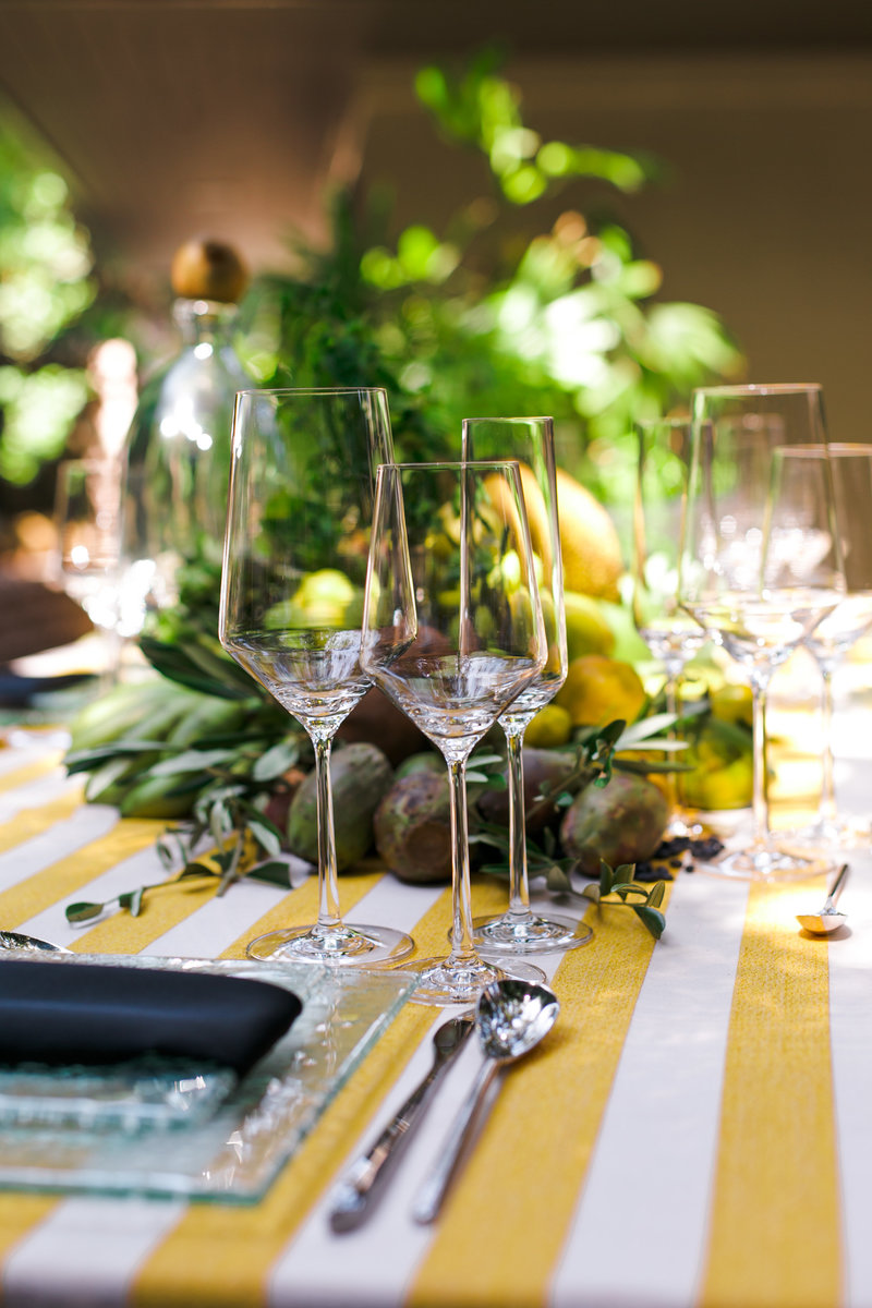 yellow-stripes-table-setting