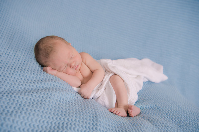 JandDstudio-baby-newborn-infant-studio-blue