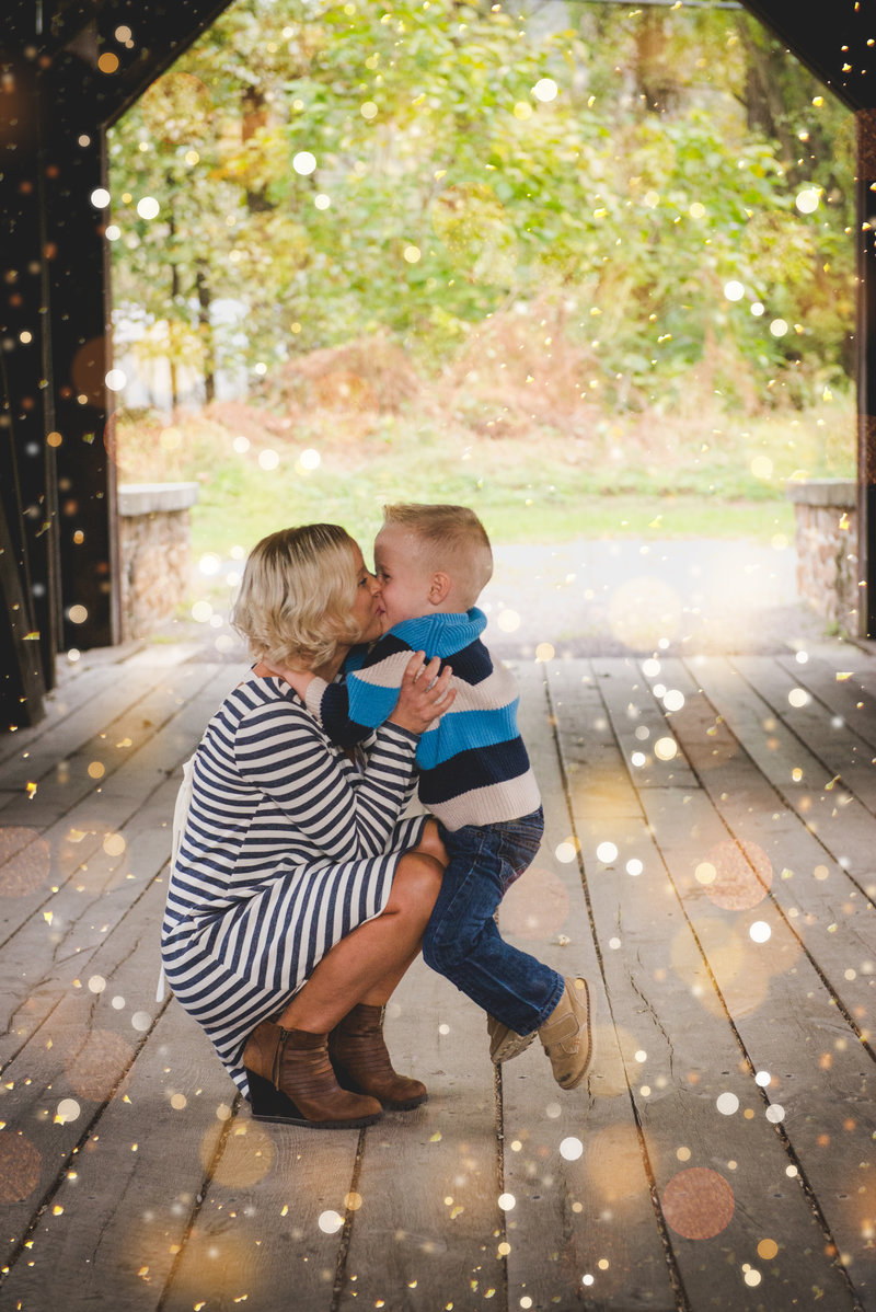 JandDstudio-outdoor-bridge-harrisburg-mother-son-boy-kissing-rustic