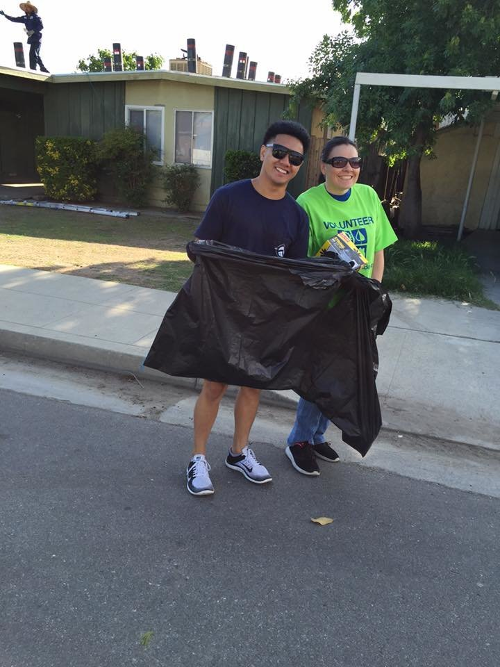 Community 17 - Volunteering with The Great American Clean Up in Bakersfield California