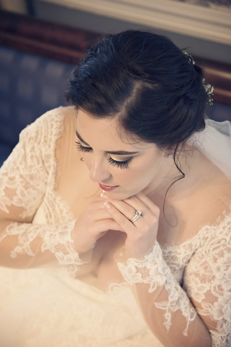 JandDstudio-antrim-1844-maryland-wedding-photography-bride-indoor-profile