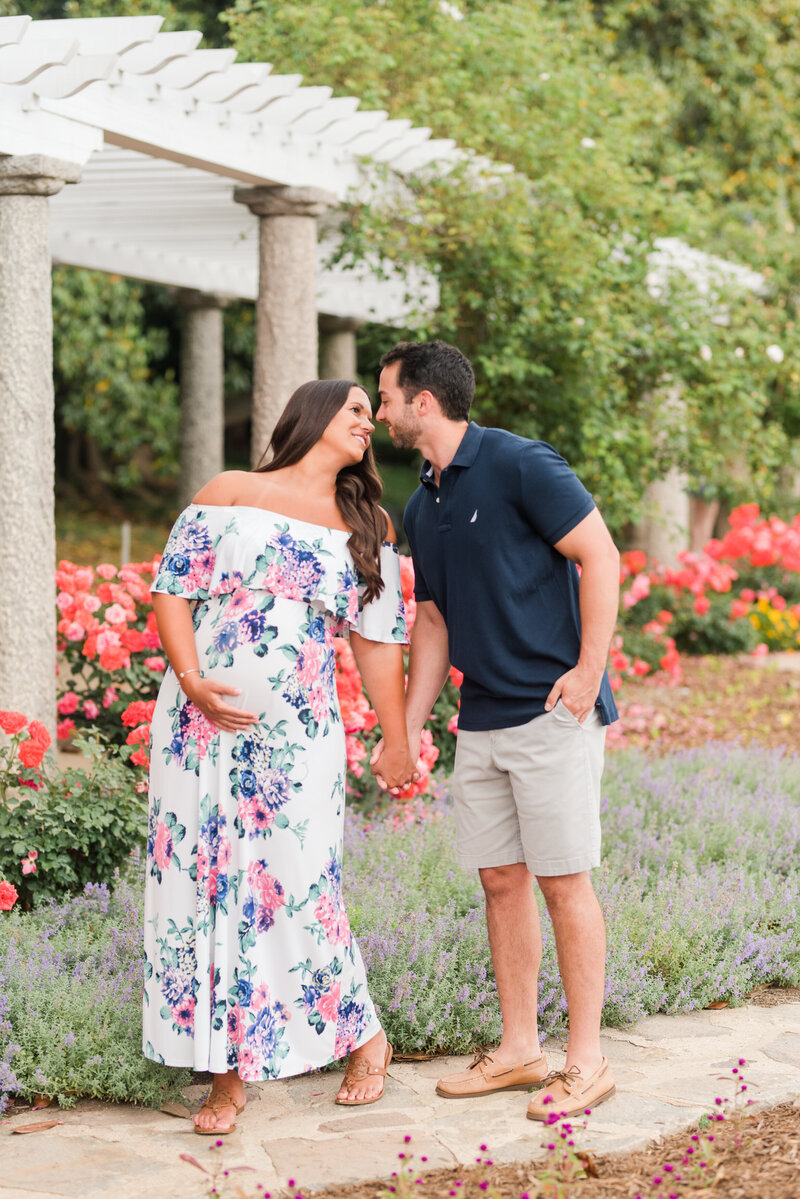 Richmond Maymont park spring rose garden maternity photography -9