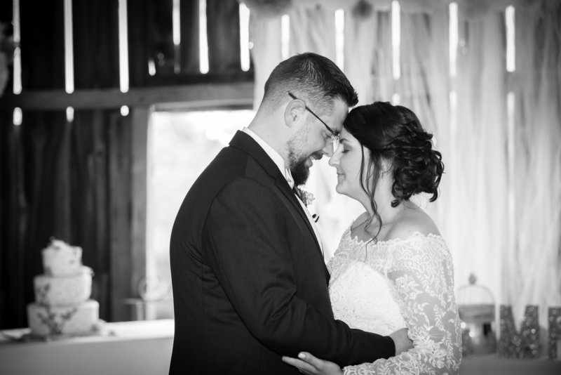 JandDstudio-wedding-gettysburg-brideandgroom-firstdance