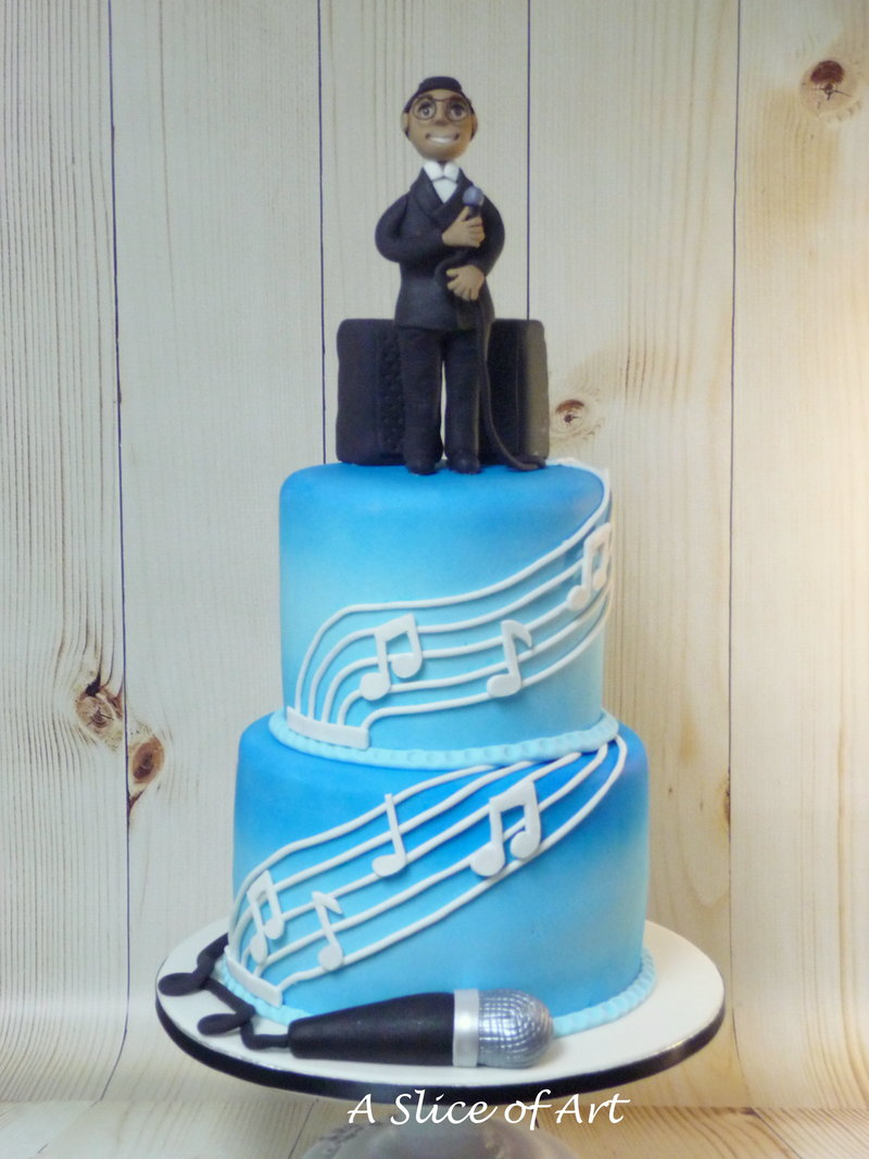 musical cake with fondant topper