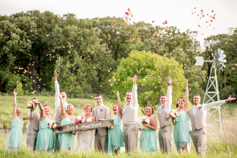 Abby Anderson Rustic Oaks Moorhead Minnesota Wedding Photos