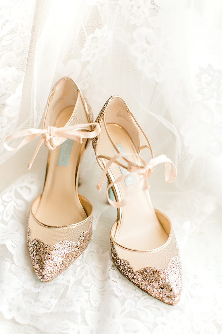Wedding-Inspiration-Shoes-Bridal-Gold-Shimmer-Photo-by-Uniquely-His-Photography01
