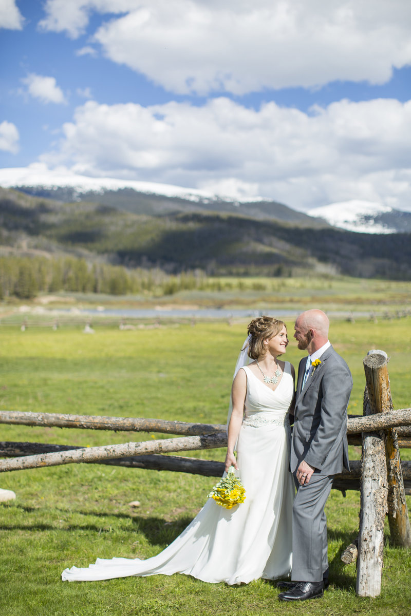 Jessi-Zach-Photography-Colorado-Wedding-Photographer-Devils-Thumb-Ranch_1