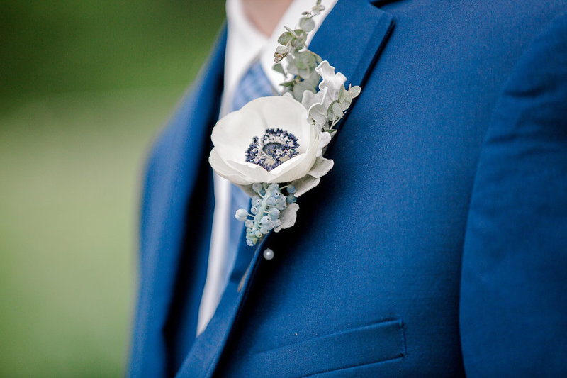 Wedding-Inspiration-Spring-Boutonnière-White-Blue-Greenery-Photo-by-Uniquely-His-Photography01