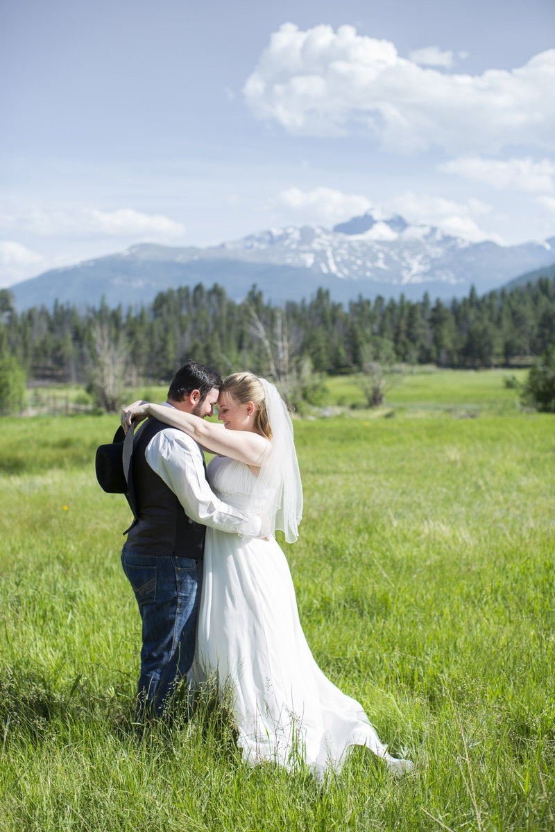 Jessi-Zach-Photography-Colorado-Wedding-Photographer-Rocky-Mountain-National-Park-Elopement_1
