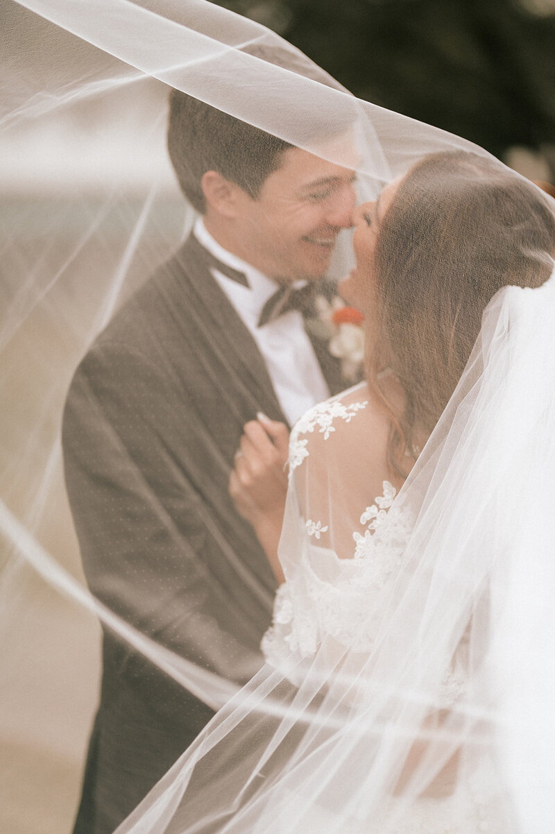 BRIDE-GROOM-VEIL