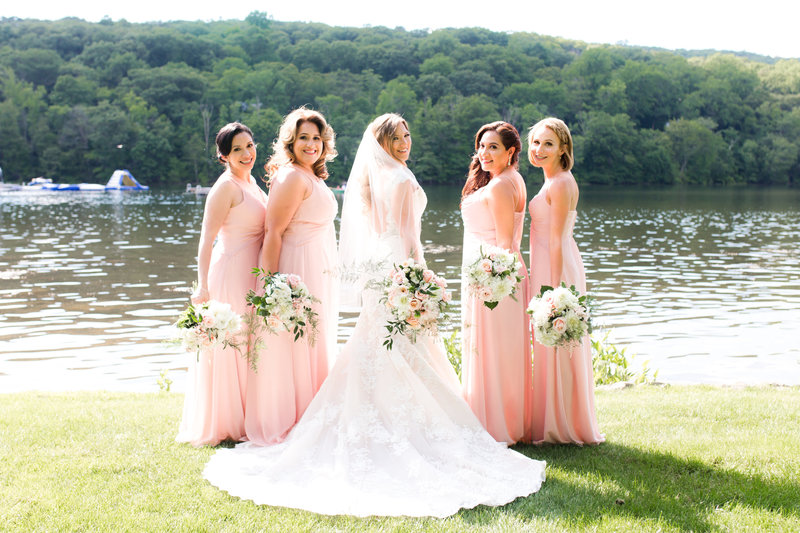 Outdoor bridal party photos at Lake Valhalla