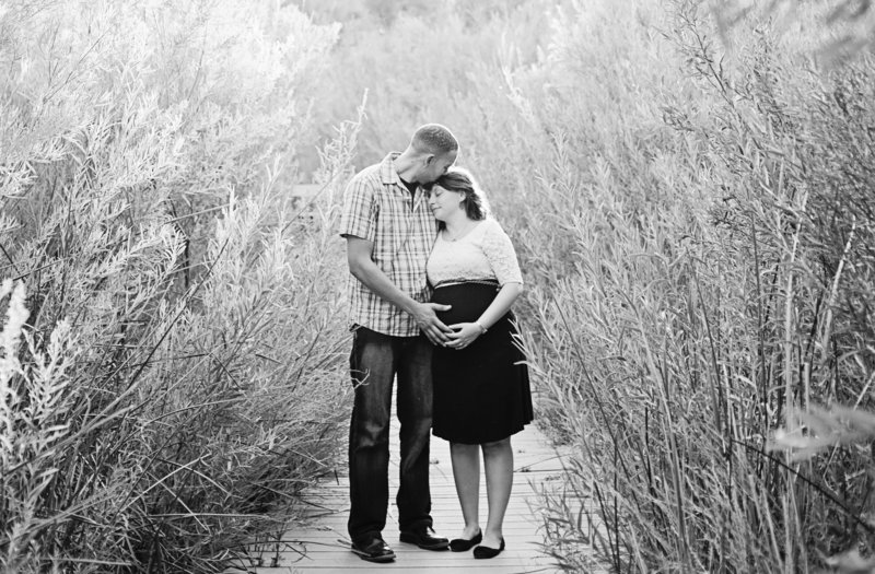 couple maternity portrait in Palm Springs