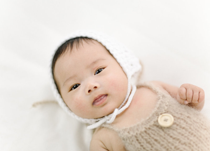 Fine Art Newborn Photography Toronto. Cozy knits, bright light and an adorable baby girl!