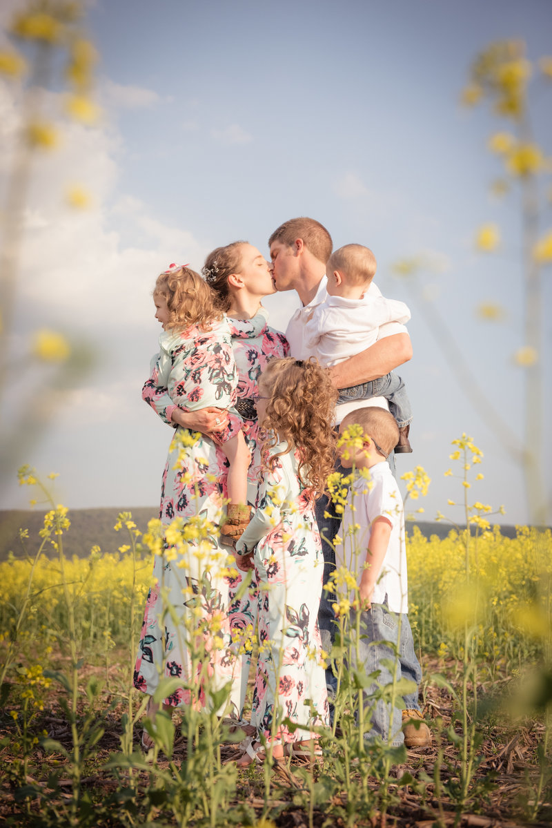 JandDstudio-farm-vintage-family-spring-flowers
