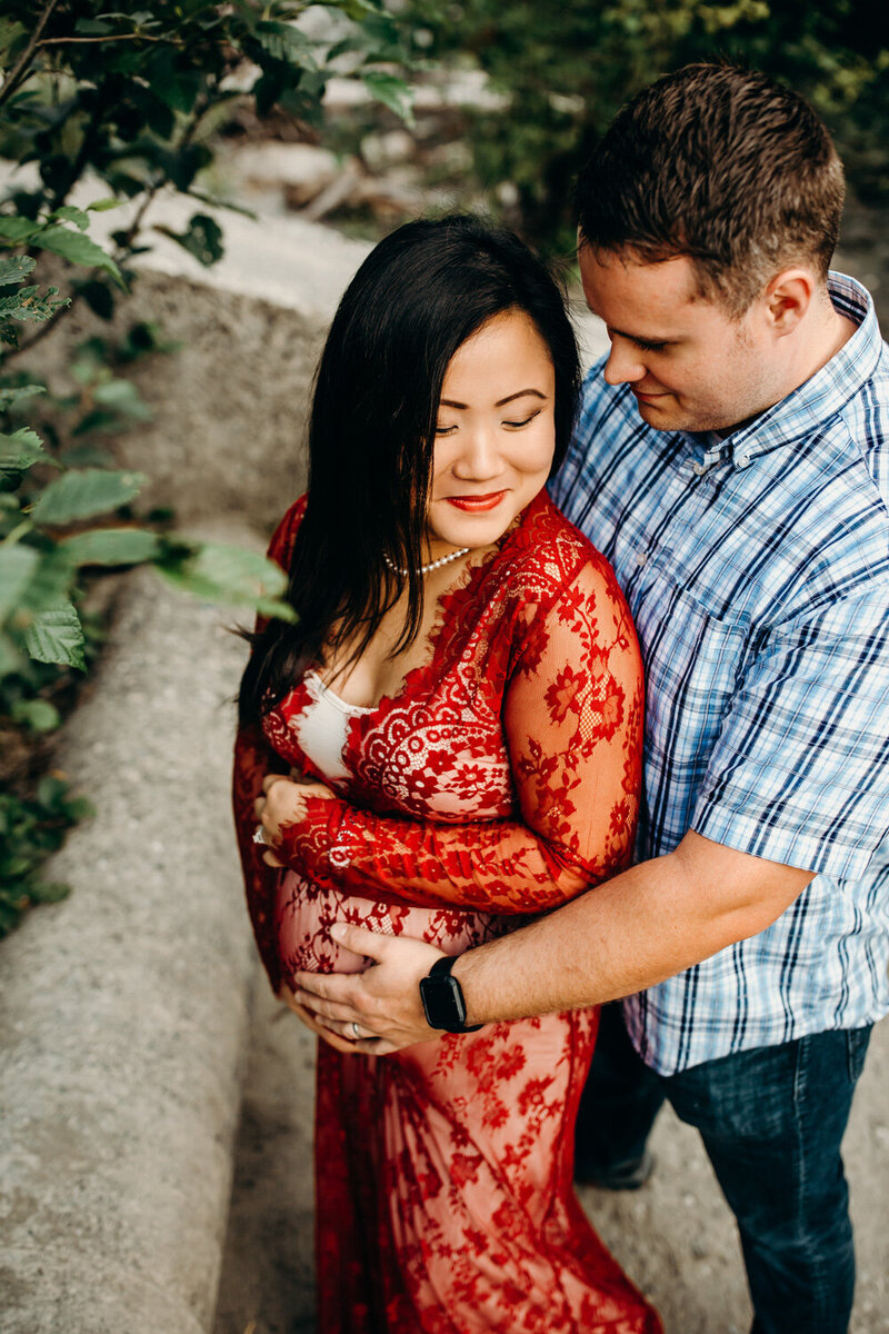 PNW Mountain and River Maternity Session-8