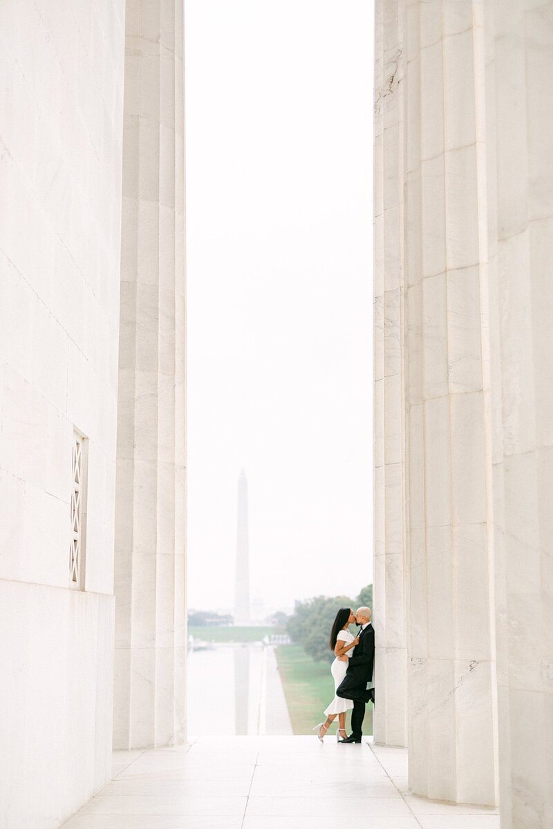 couple walking at the lincoln memorial for anniversary session by costola photography