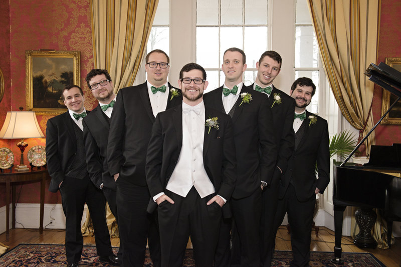 JandDstudio-antrim-1844-maryland-wedding-photography-groom-groomsmen-indoor