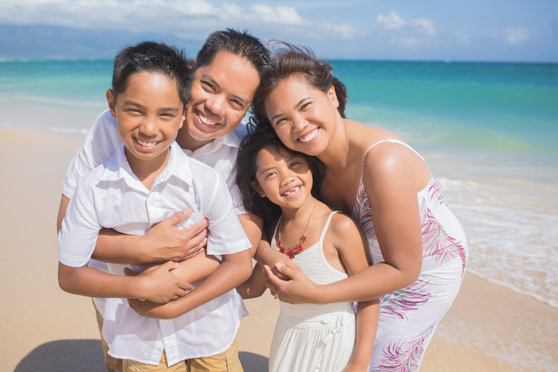 clothing for family portraits in Maui, Hawaii
