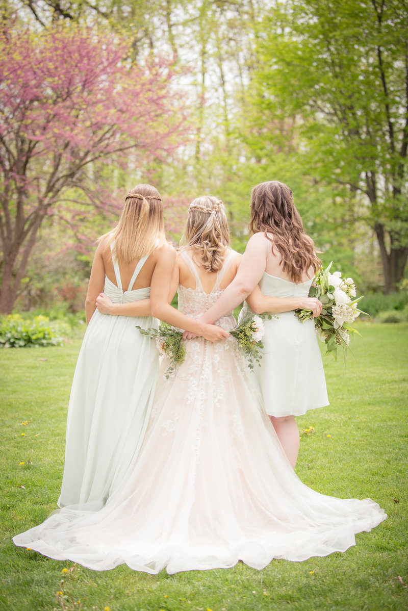 JandDstudio-kings-gap-carlisle-spring-wedding-photography-vintage-bride-bridesmaids