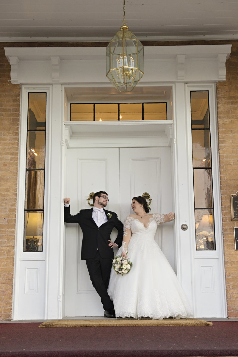 JandDstudio-antrim-1844-maryland-wedding-photography-brideandgroom-outdoor-doors