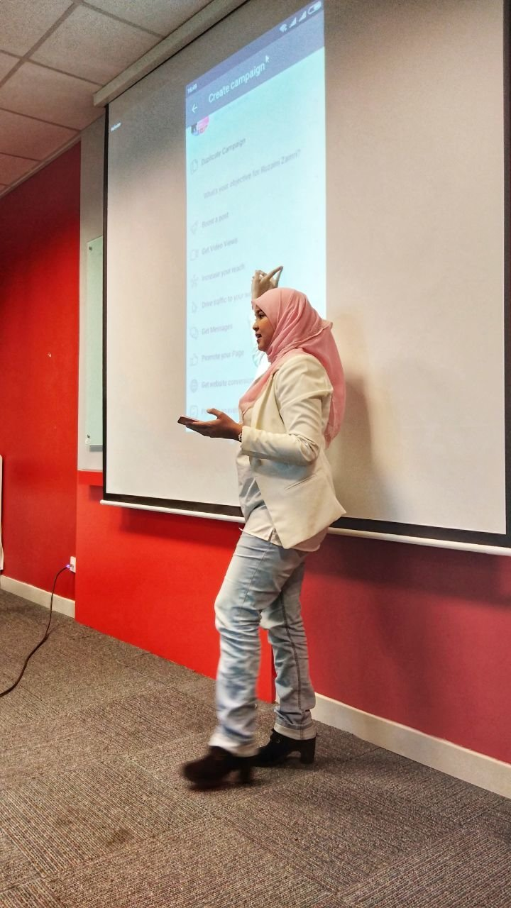 Shahrina Shaharin is actively helping online business through her coaching and classes