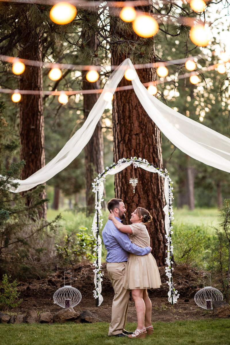 A backyard wedding in Bend Oregon by Pete Erickson Photography.