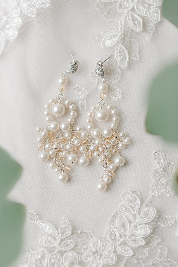 Wedding-Inspiration-Bridal-Earings-Photo-by-Uniquely-His-Photography07