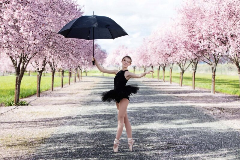 A dancer with the plum blossums