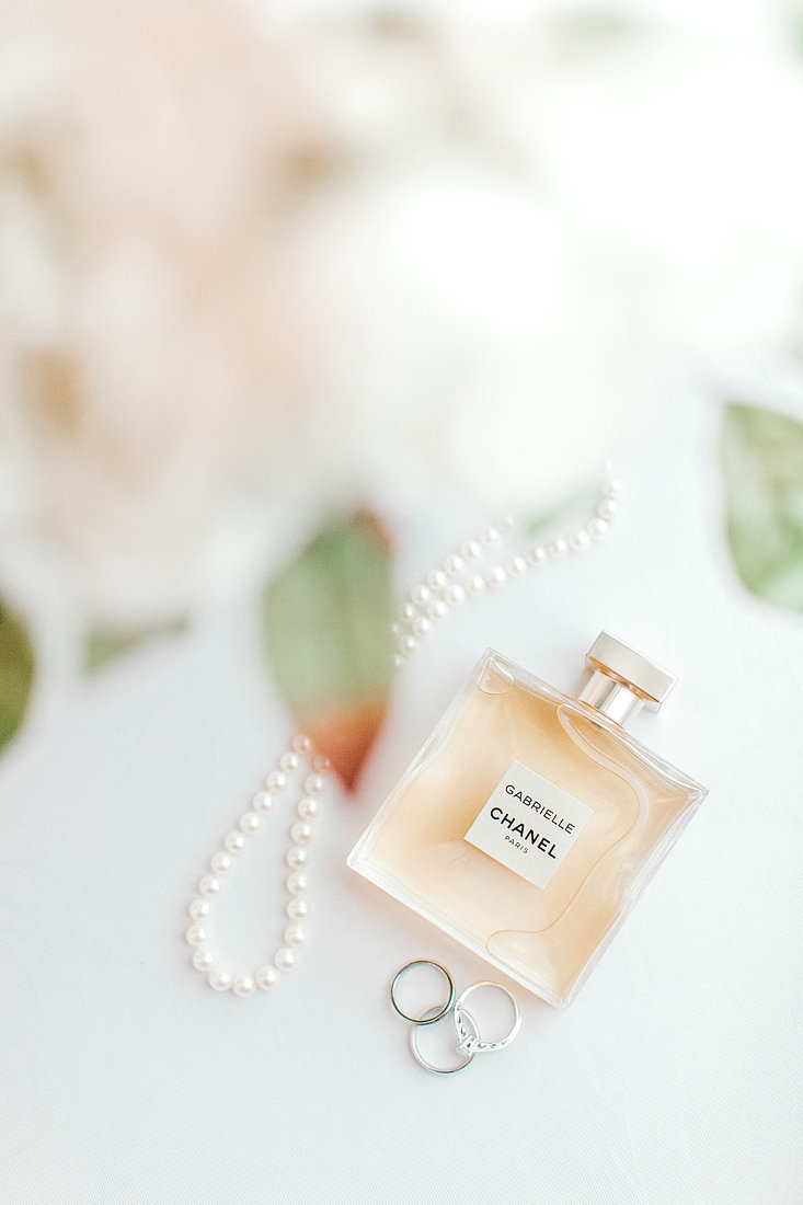Wedding-Inspiration-Bridal-Perfume-Photo-by-Uniquely-His-Photography02