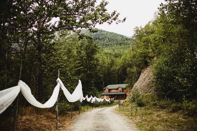 TheHousers-EagleRiver-BackyardWedding-©LaurenRoberts2016-10b