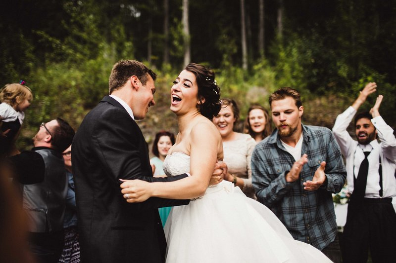 TheHousers-EagleRiver-BackyardWedding-©LaurenRoberts2016-29b
