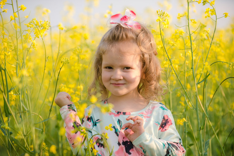 JandDstudio-farm-vintage-family-spring-girl-flowers